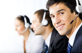 technicien hotline assistance informatique telephone sourire 2
